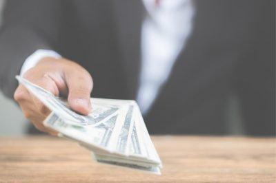 Man giving back cash